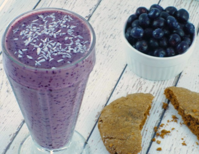 vegan-blueberry-cookie-butter-smoothie-recipe