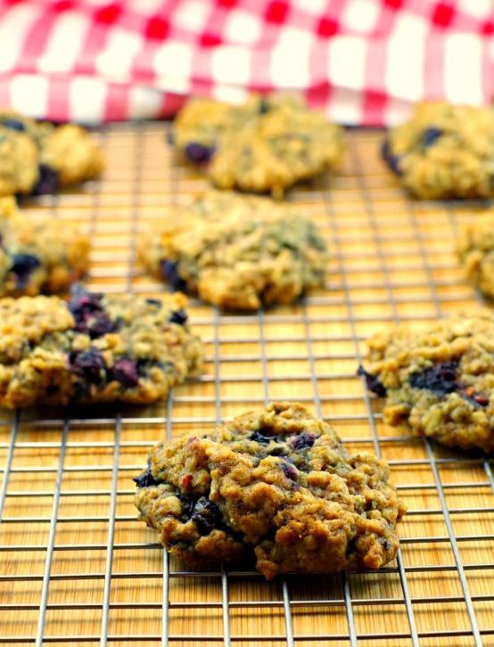 saskatoon-berry-oatmeal-cookies